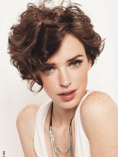 Dalgalı Kısa Saç Modelleri Kadın