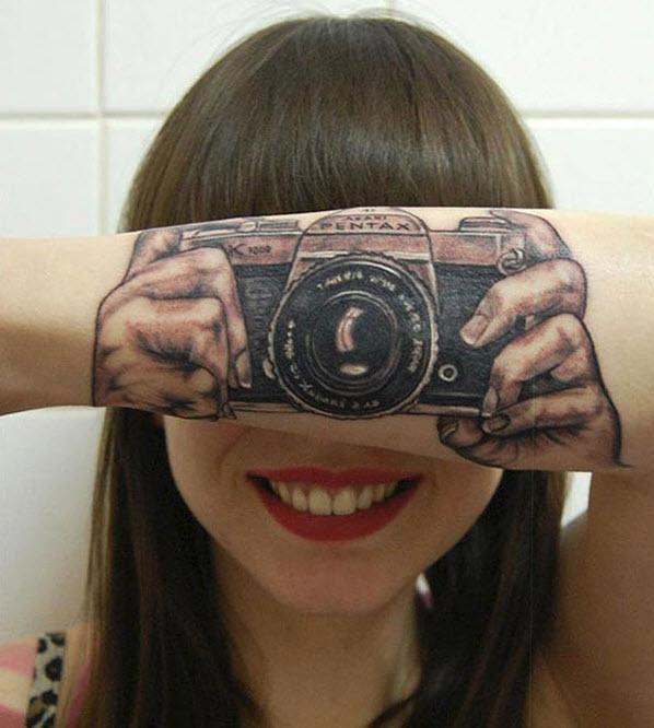 Fotoğraf Makinesi Dövmesi