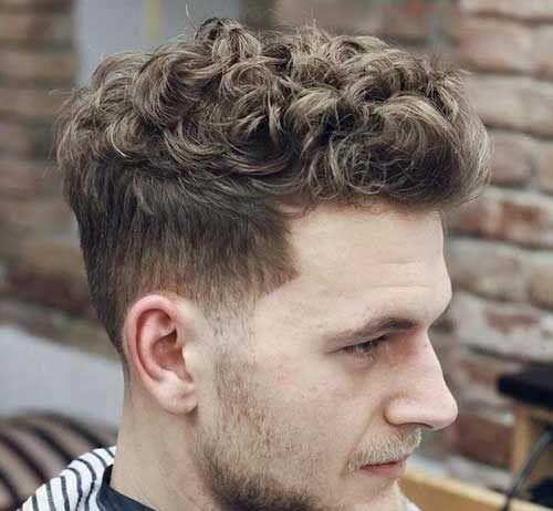 Kısa Kıvırcık Saç Erkek