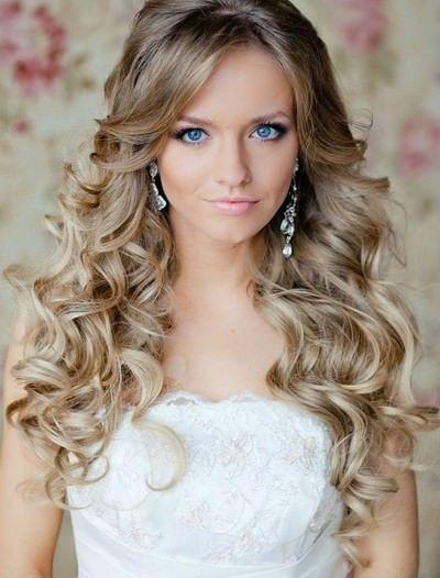 Kıvırcık Saç Modelleri Düğün
