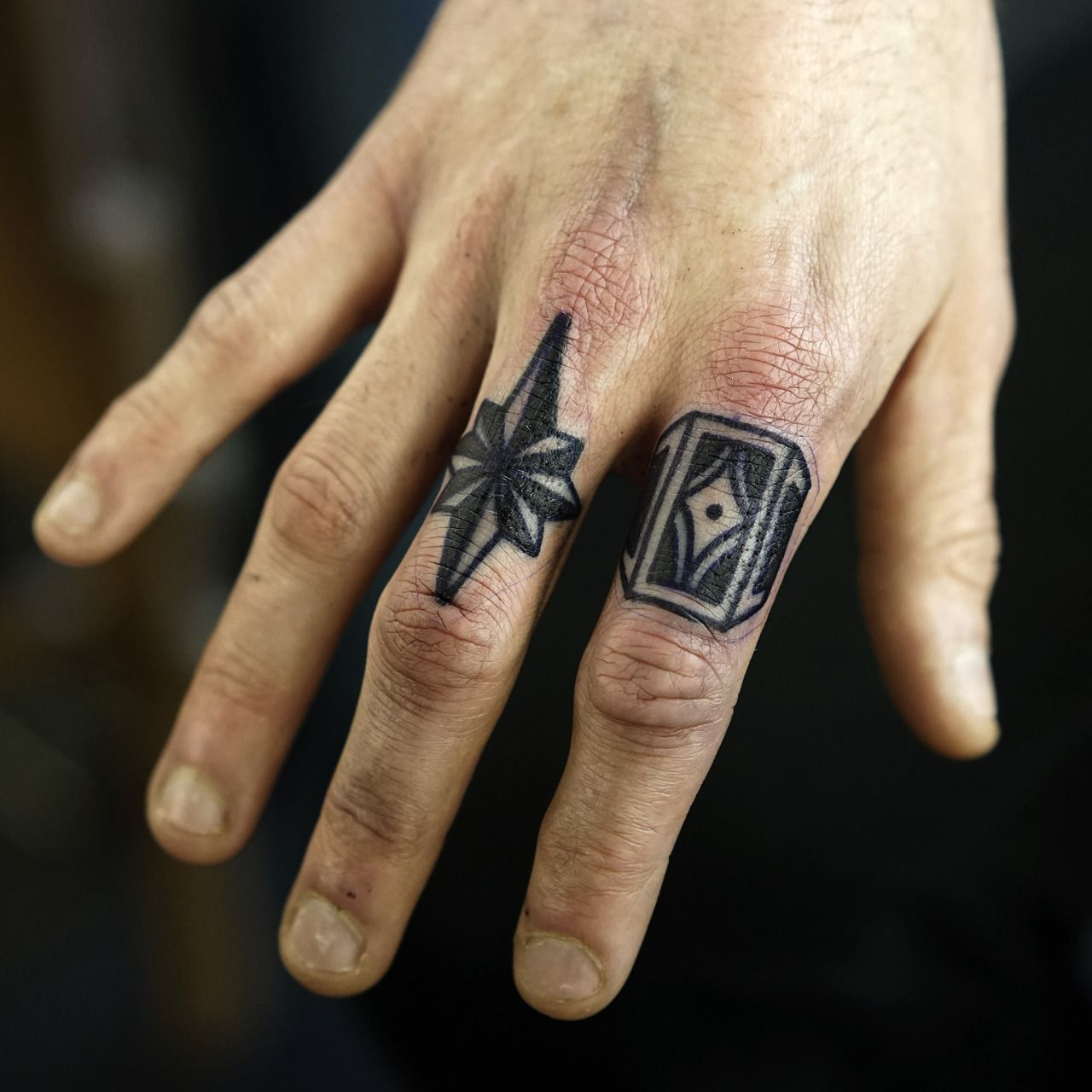Parmak üstü Dövmeleri Erkek